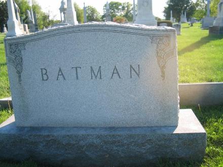 batman__s_dead_by_aliceisdead.png